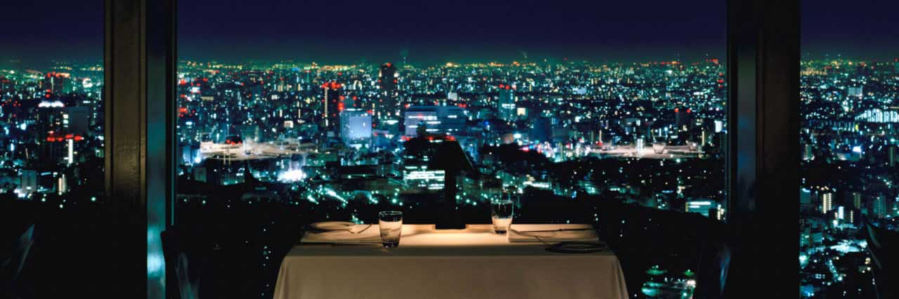 The best 5 romantic bars in Tokyo TripleLights by  : Park Hyatt Tokyo New York Grill table detail from travelience.com size 1280 x 427 jpeg 56kB